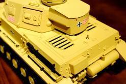 """Ferngesteuerter Panzer """"Kampfwagen IV Ausf.F-1"""" Heng Long 1:16 Sandfarbe mit Rauch,Sound und Schuss, Metallgetriebe -2,4Ghz-13"""