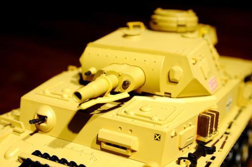 """Ferngesteuerter Panzer """"Kampfwagen IV Ausf.F-1"""" Heng Long 1:16 Sandfarbe mit Rauch,Sound und Schuss, Metallgetriebe -2,4Ghz-8"""